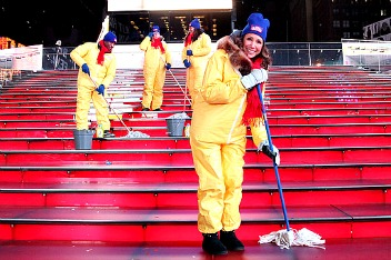 Mr. Clean Liquid Muscle Cleans Up Time Square  #NewYearsClean