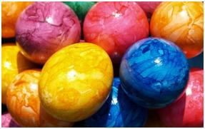 marbled eggs http://twoclassychics.com/2014/04/3-dyed-easter-egg-crafts-krups/