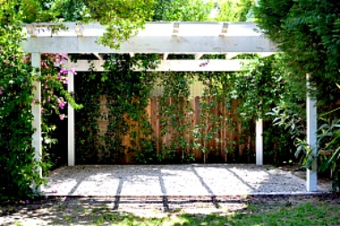 White Pergola http://twoclassychics.com/2014/06/benefits-pergolas-outdoor-space/