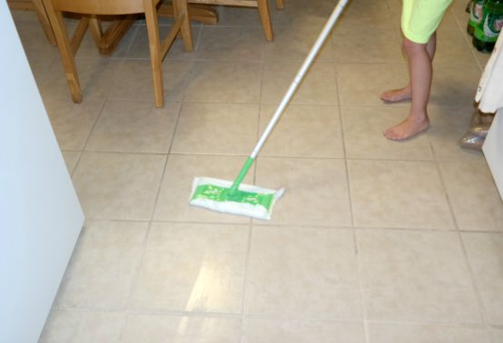 Gia Cleaning Floor