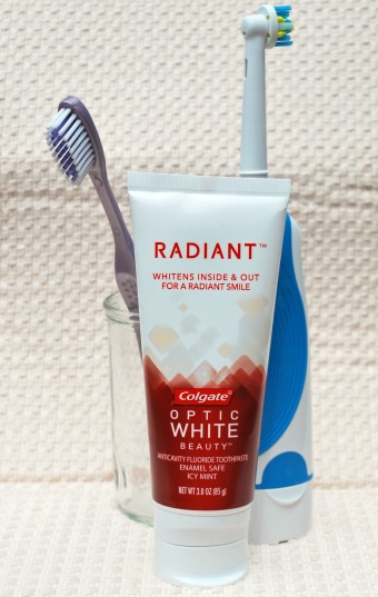 Radiant Toothpaste by Colgate Optic White for Whiter, Stronger Teeth