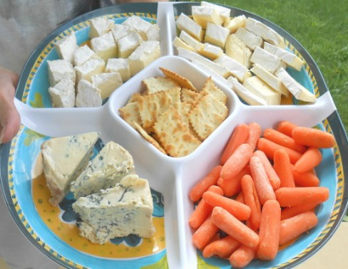 How to Create the Perfect Cheese and Appetizer Holiday Trays